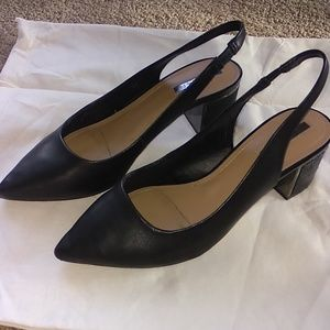 Tahari sz 7 roseann black leather low heel sparkle